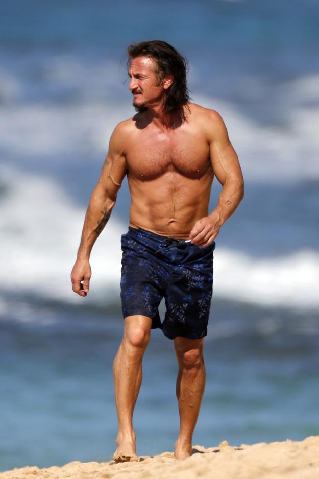 Sean Penn Muscular Jesus Look - Entertainment - Faxo